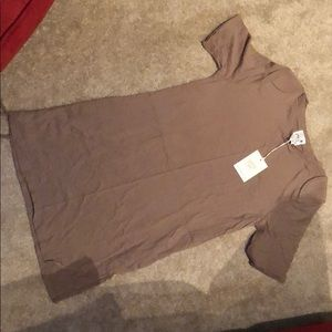 Tops - Taupe t-shirt with shoulder details.